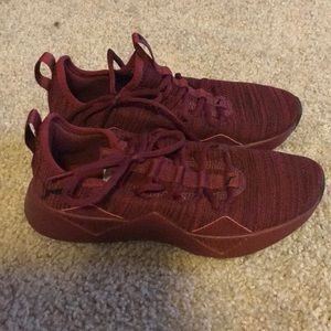 Puma 6.5, dark red knit sneaker. Worn once.
